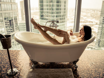 Best Bathtub Tray for Reading and Drinking Wine in 2021