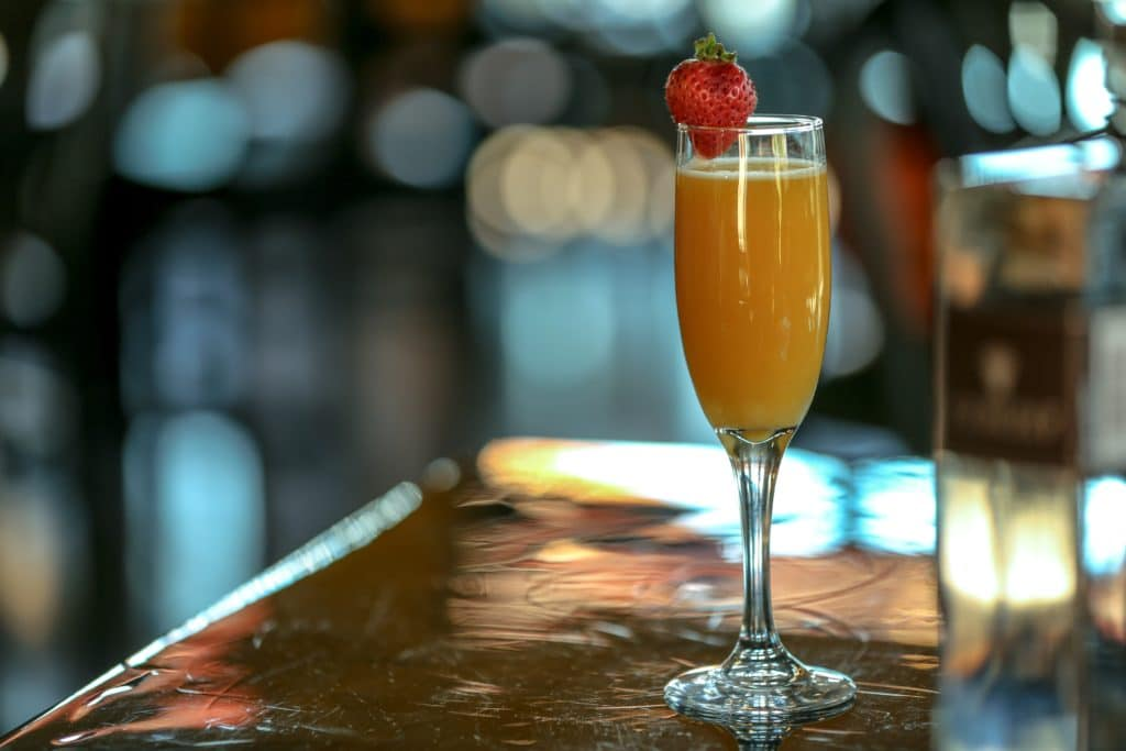bellini wine cocktail
